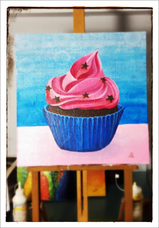 « Cupcake »  – Tableau 40×40 cm TECHNIQUES MIXTES : acrylique et collage sur plaque MDF - Estelle Simonet-Revol