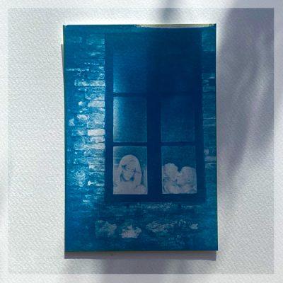 Cynaotype carte postale Fenêtre sur cour